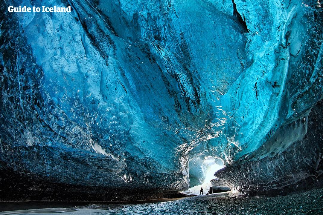Denne firedagers rabatterte vinterturkombinasjonen gir deg muligheten til å utforske en isgrotte i isbreen Vatnajökull.