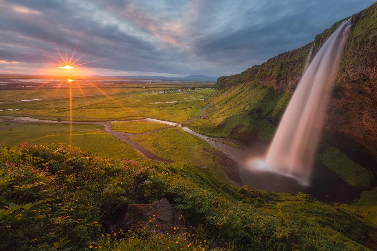塞里雅兰瀑布(Seljalandsfoss)是冰岛南岸最具代表性的瀑布之一